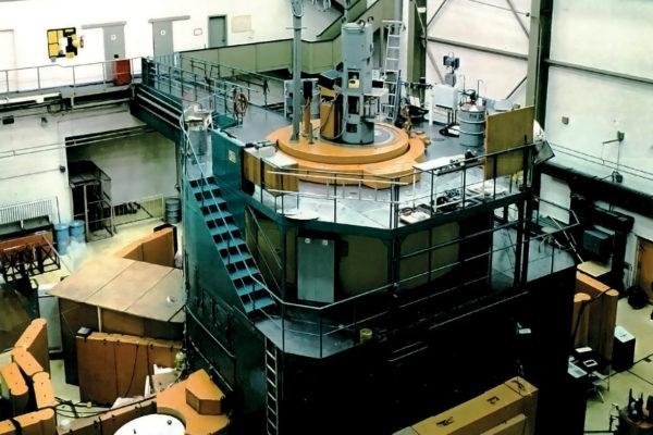 Blick in die Reaktorhalle des ehemaligen Rossendorfer Forschungsreaktors